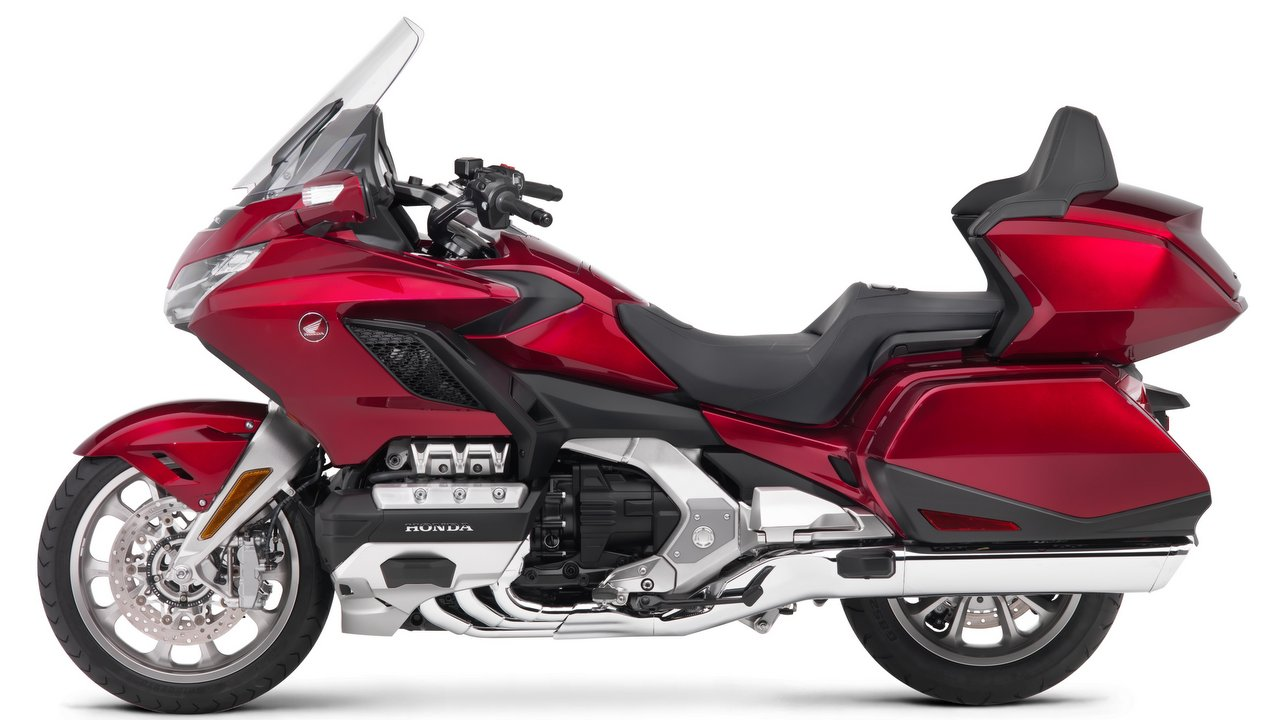 2018 Honda Gold Wing Deliveries Start In India Front View Bikes Speaking On The Momentous Occasion Mr Yadvinder Singh Guleria Senior Vice President Sales And Marketing Motorcycle Scooter Pvt Ltd