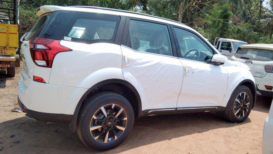 2018 Mahindra Xuv500 W11 Spied Undisguised Photos