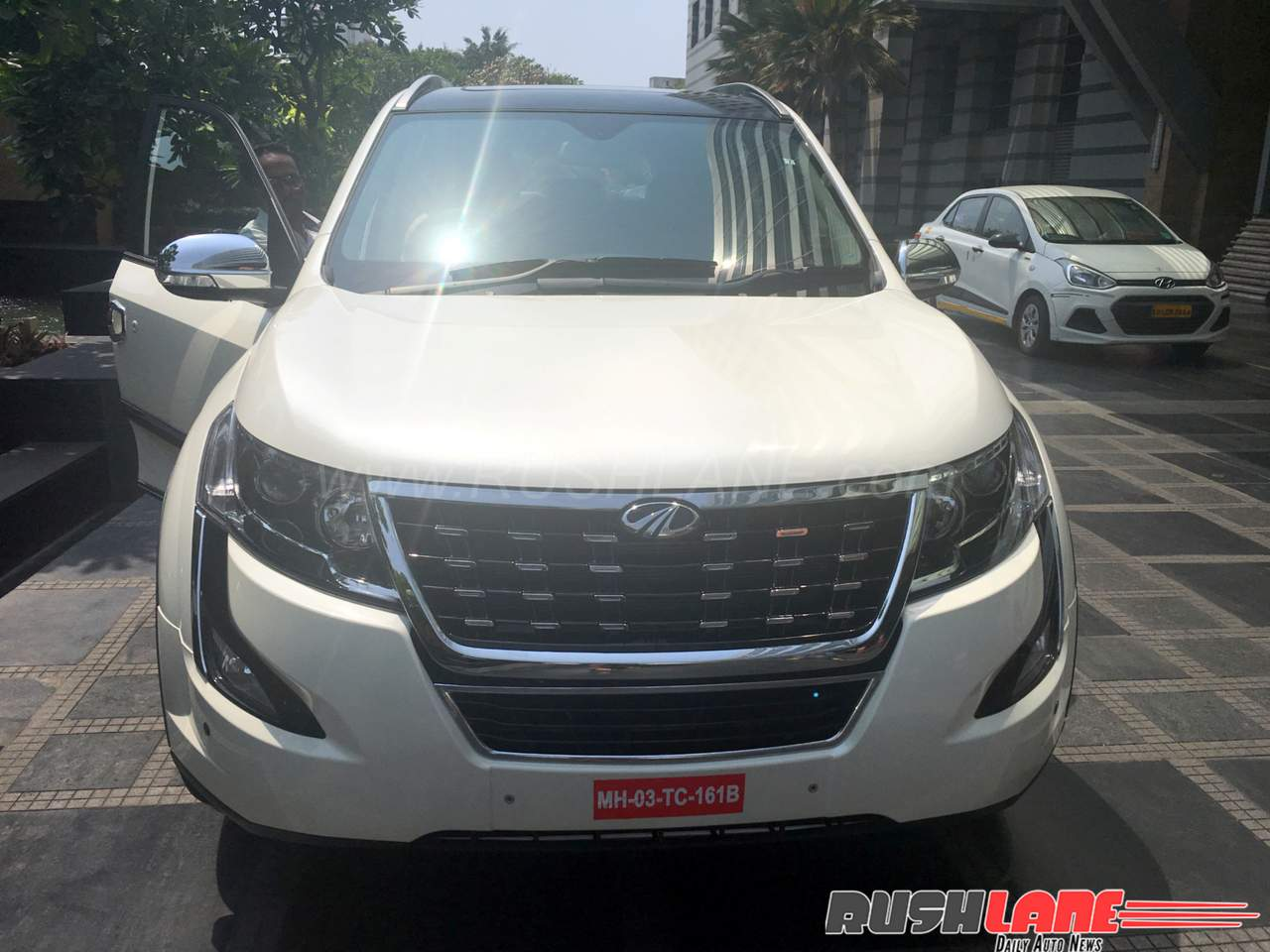 2018 mahindra xuv500 accessories detailed