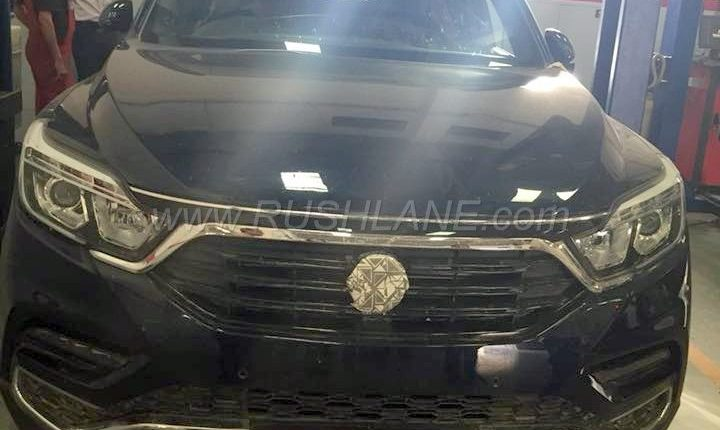 Mahindra Xuv700 Spied Testing All Wheel Drive In The