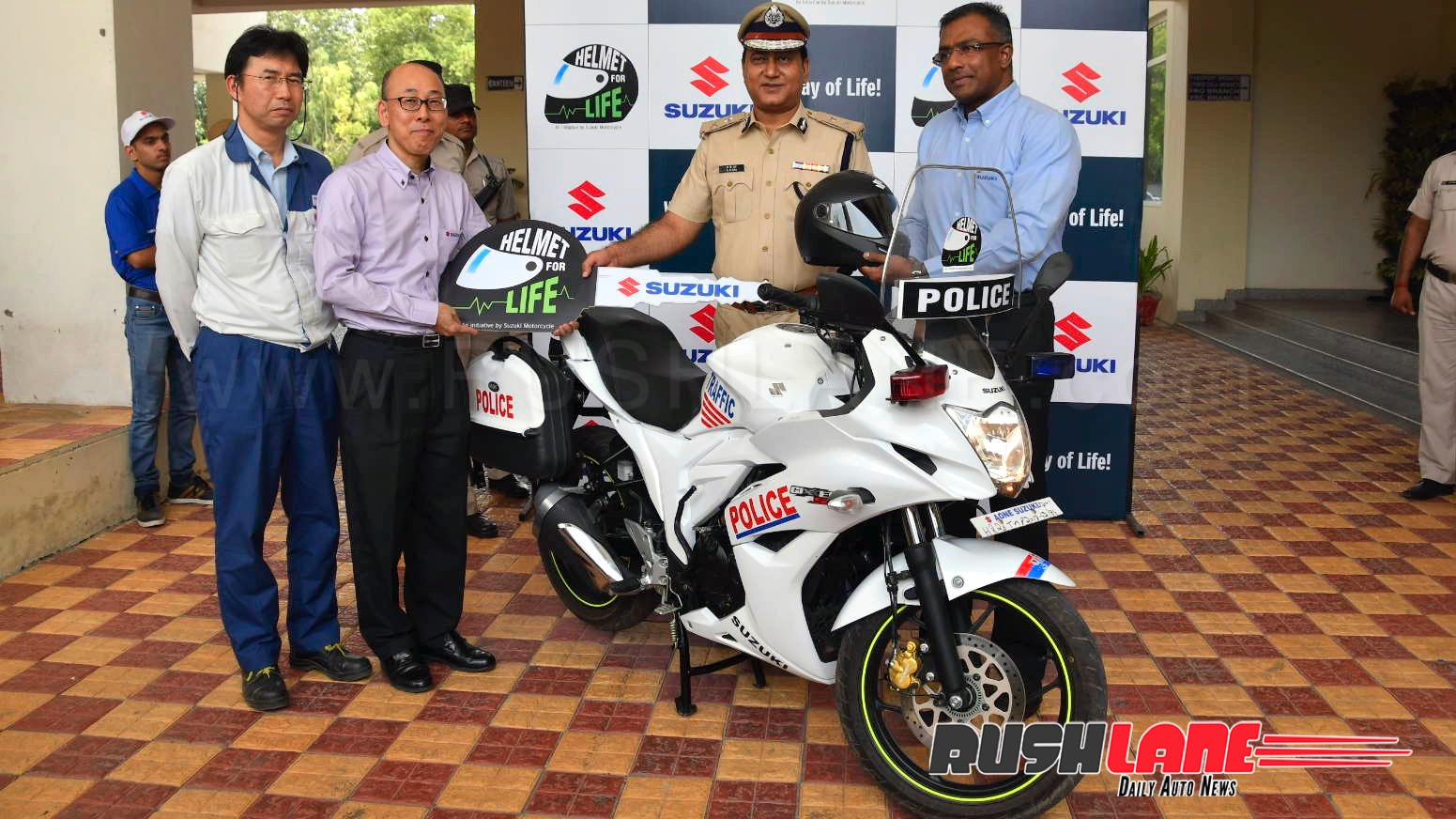 Gurgaon Police Gets New Suzuki Gixxer Sf Sports Bikes To Catch Criminals Black Modified Is Powered By A 155cc Single Cylinder Air Cooled Four Stroke Engine Offering 146 Bhp Peak Power At 8000 Rpm And 14 Nm Torque 6000