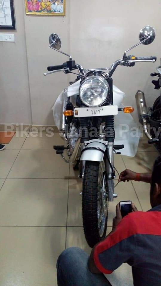Possible Royal Enfield Scrambler is more a Electra 500 EFI-ish