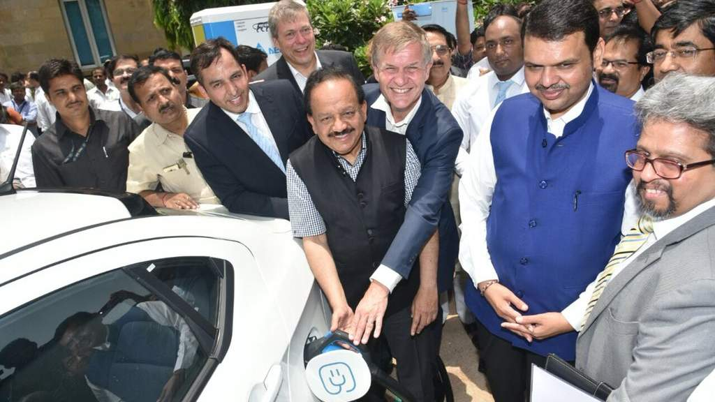 Govt Scraps Order To Buy 10 000 Electric Cars Wants High End