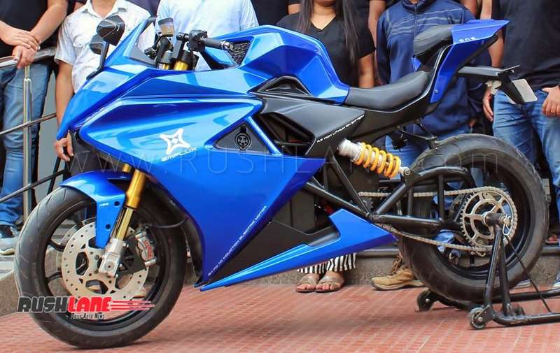 Electric Sports Bike >> Emflux One Electric Sportsbike Of India Performs A Burnout