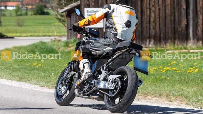 2020 KTM Duke 390 spied testing for 1st time - Bigger and ...