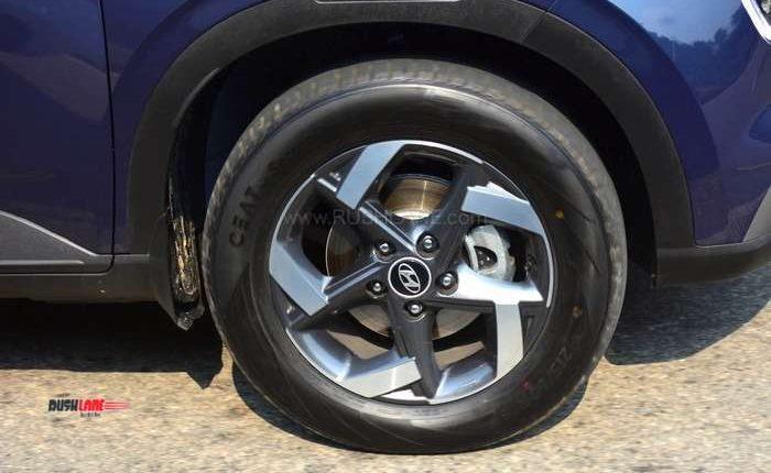 Hyundai Venue brakes