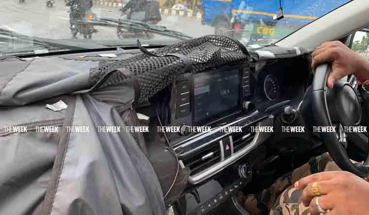Kia Seltos touchscreen, instrument panel, steering leak - Spy Shots