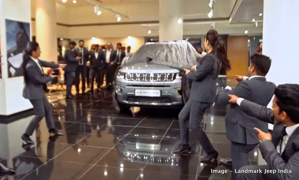 Jeep Compass sales executives dance to deliver SUV - Video - RushLane