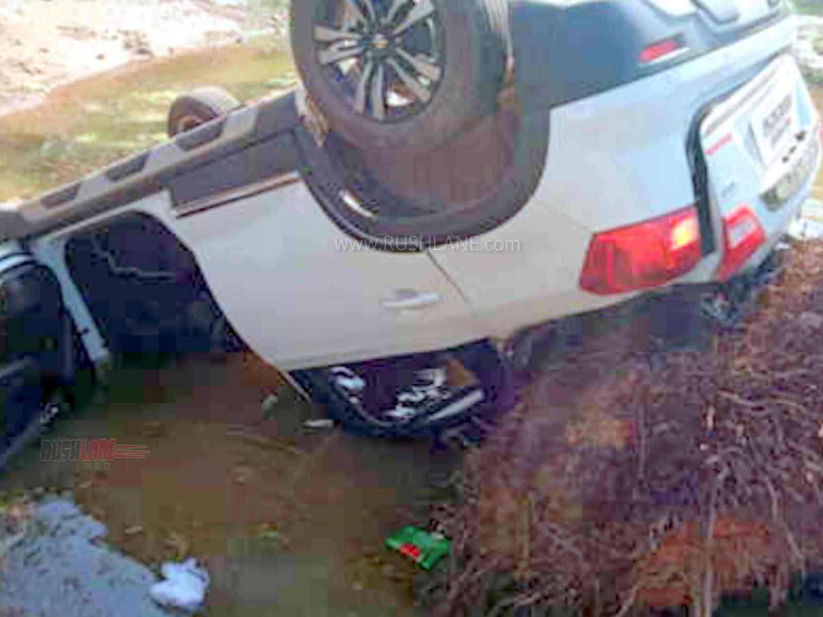 Maruti Brezza crashed by wife