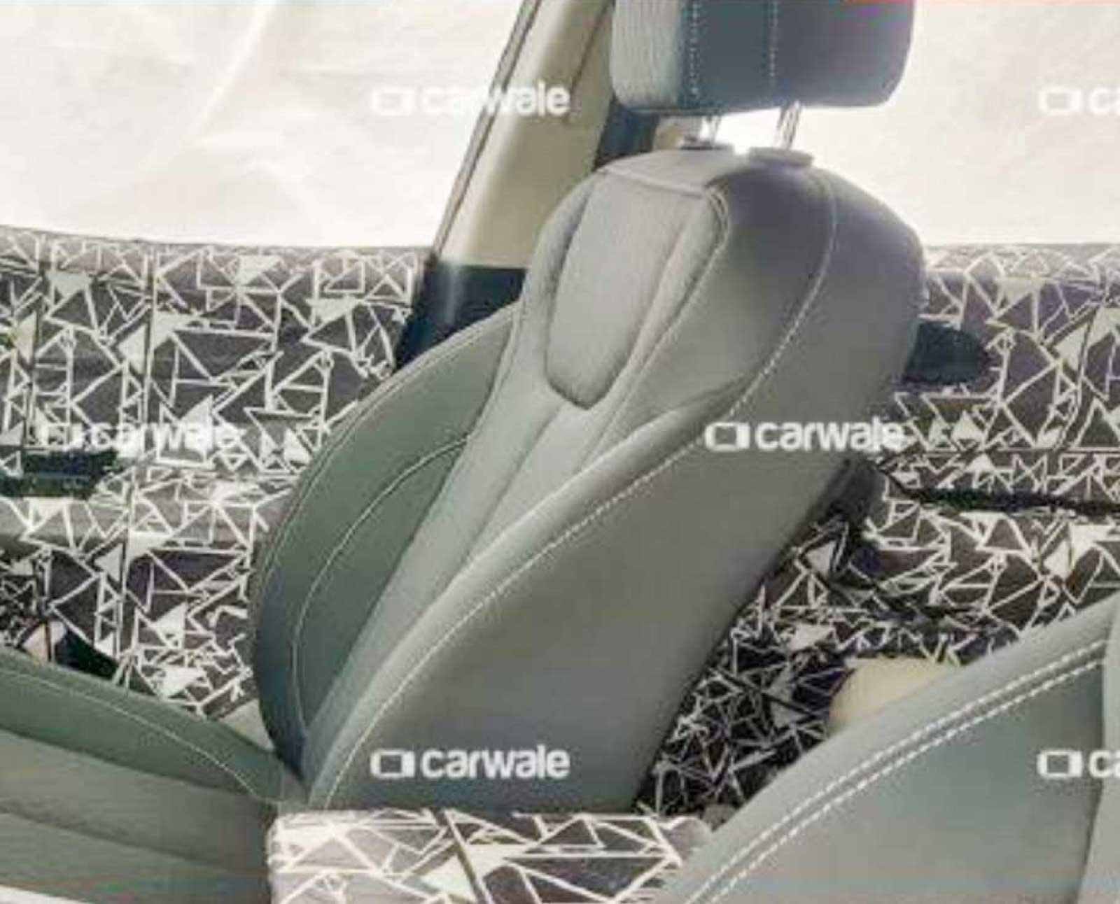 2020 Mahindra XUV500 front seats