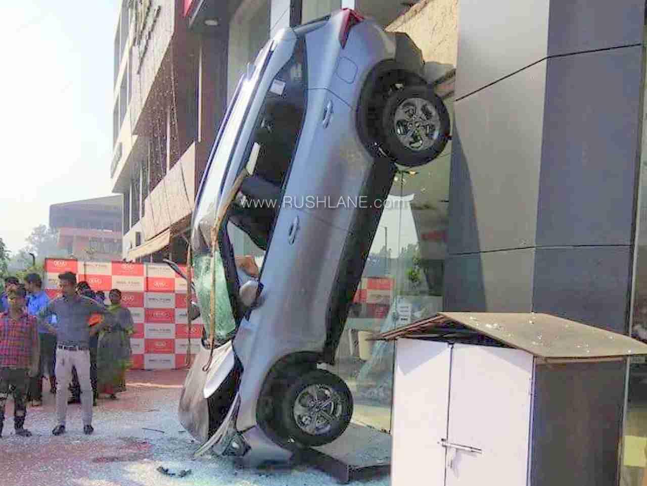 Kia Seltos falls from 1st floor