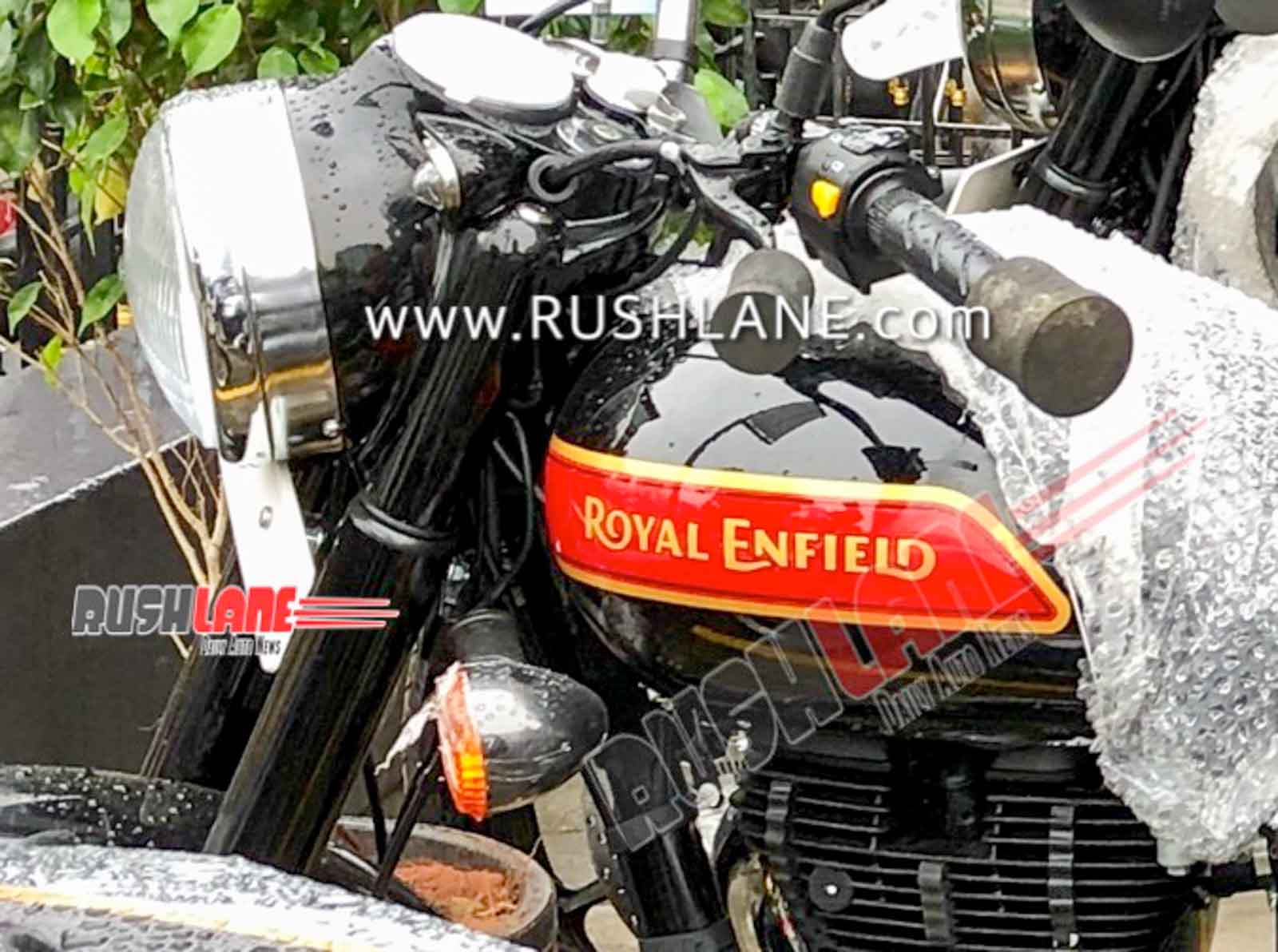 Royal Enfield Classic 350 Bs6 Spied At Dealer New Colour Alloys