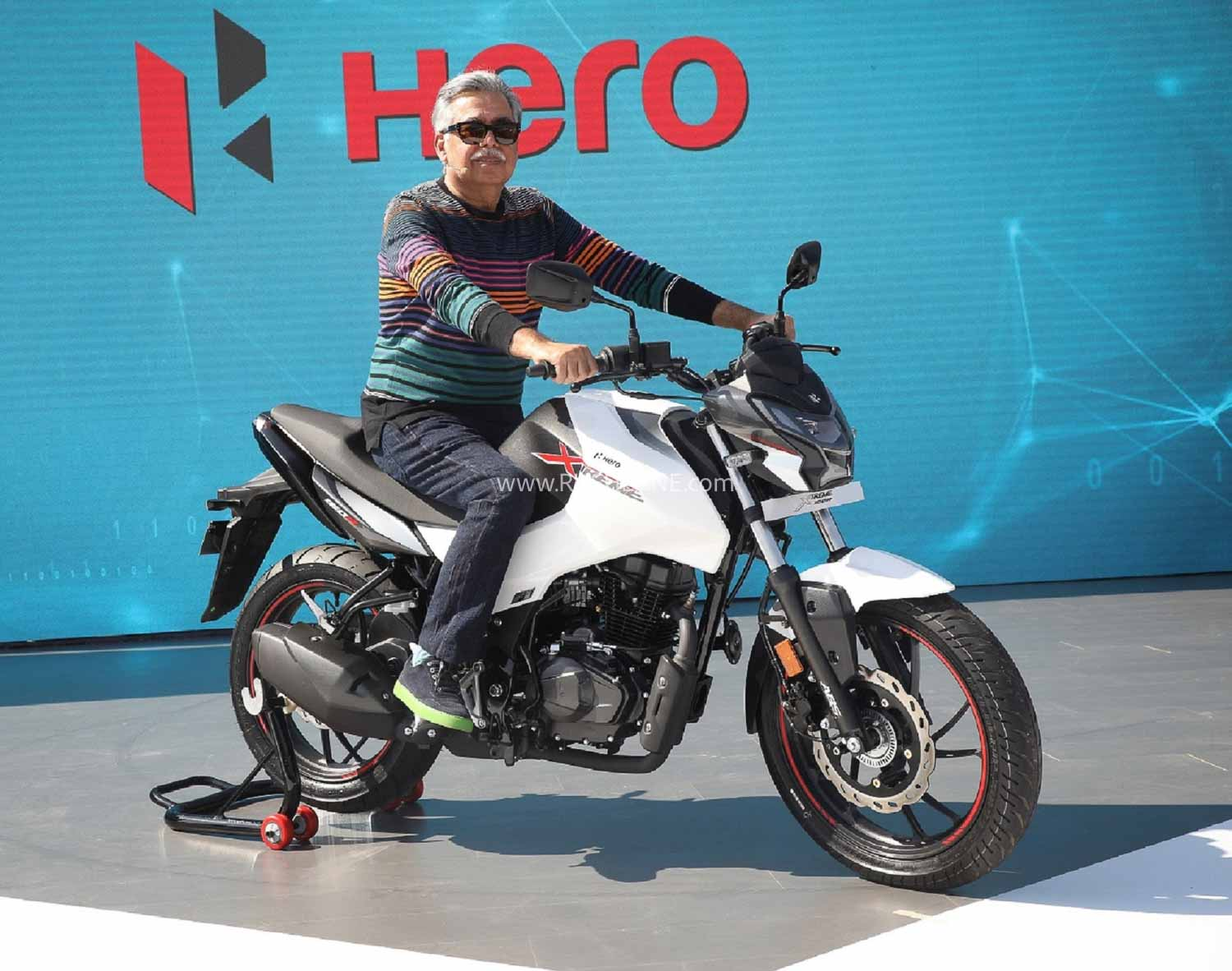 Pawan Munjal with the new Hero Xtreme 160R