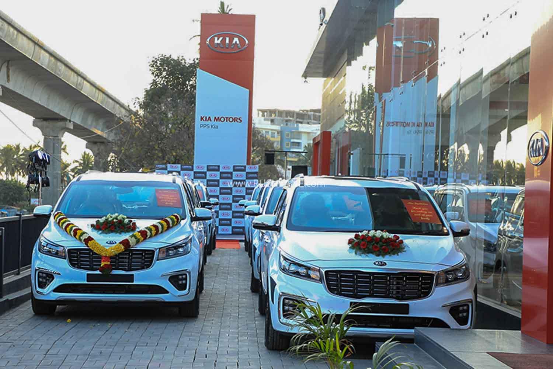 10 Kia Carnival cars delivered in 1 day