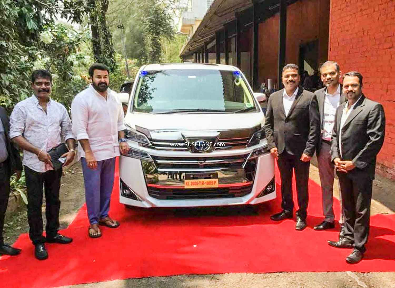 Toyota Vellfire delivered to Mohanlal