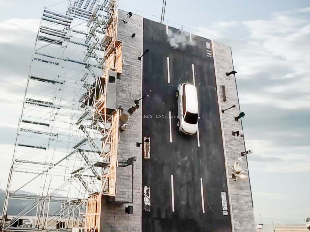 Kia Carnival dropped vertically from 42 feet in unique crash test – Video