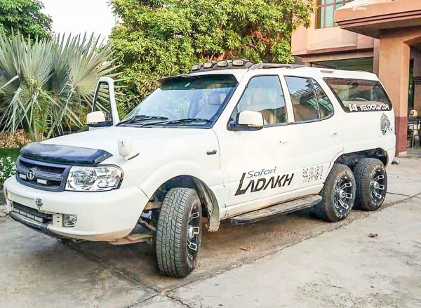 Tata Safari 6 wheeler