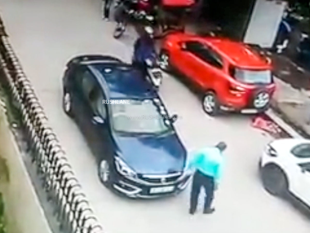 Thieves steal bags from Maruti Ciaz