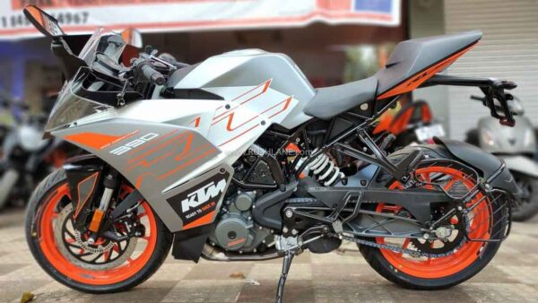 KTM RC 390 with MRF Tyres