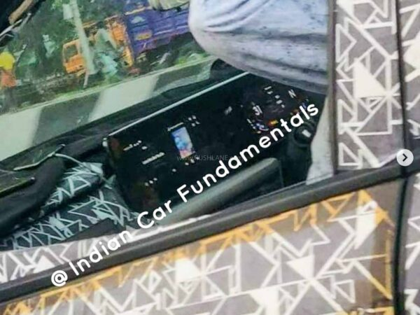 2021 Mahindra XUV500 will have the largest touchscreen seen in an Indian car