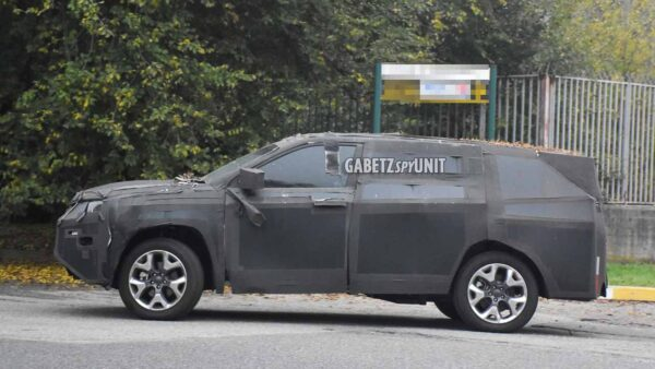 2022 Jeep H6 SUV Spied