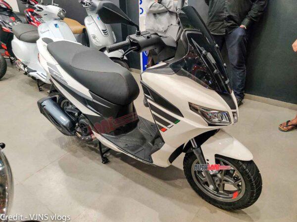Aprilia SXR 160 Scooter