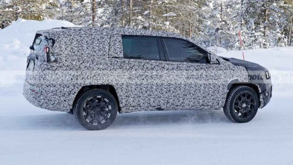 Jeep Compass 7 Seater Spied
