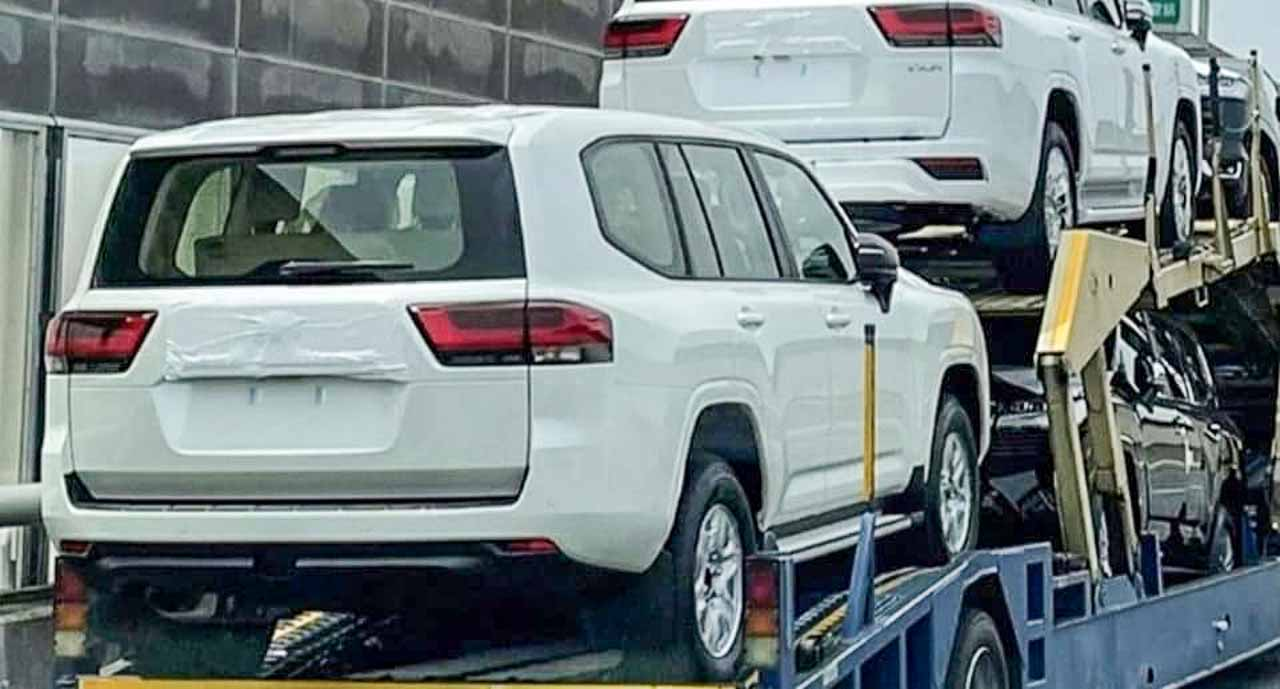 2022 Toyota Land Cruiser Spied Undisguised While Getting ...
