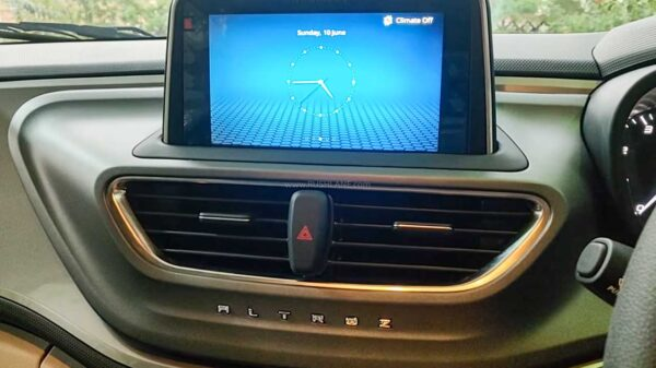 Updated Tata Altroz without touchscreen buttons