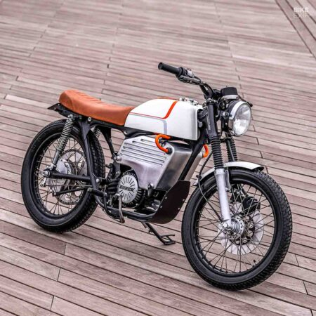 Honda CB200 Modified Into An Electric Motorcycle