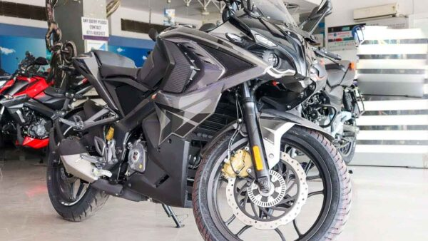2021 Bajaj Pulsar RS200 Is Re-Launched In Black